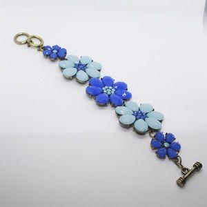 📣2/$8 Floral earrings and bracelet set